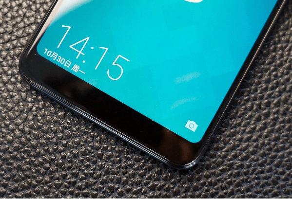 配置方面,海信哈利手机搭载的是一颗高通64位骁龙八核处理器,配备4GB内存和32GB超大机身存储,预装Android?7.1.2系统,支持双卡双待全网通,支持后置指纹识别。续航方面,海信哈利手机采用的是3400mAh电池,可连续不间断的观看高清视频10小时,持续通话16小时,双卡待机更是可达315小时,持久续航让用户彻底摆脱一天一充的烦恼。